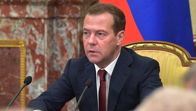 Медведев: русская экономика одолела самый трудный период