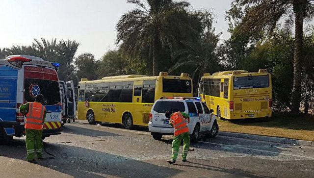 ВАбу-Даби столкнулись три школьных автобуса