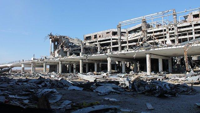 Разрушения в аэропорту города Донецка. Архивное фото
