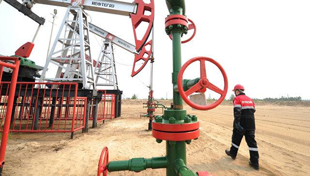 Мировые цены на нефть снижаются в четверг утром