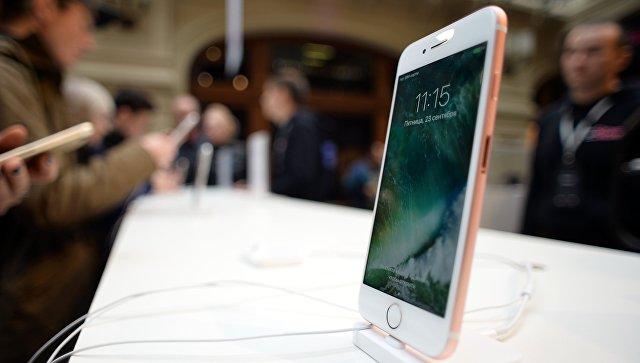 Новые смартфоны iPhone 7 и iPhone 7 Plus в торговом центре ГУМ. Архивное фото