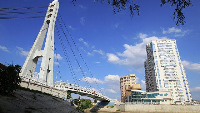 Пешеходный мост через реку Кубань в Краснодаре. Архивное фото