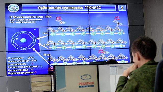 В командном пункте управления глобальной навигационной спутниковой системой (ГЛОНАСС), архивное фото