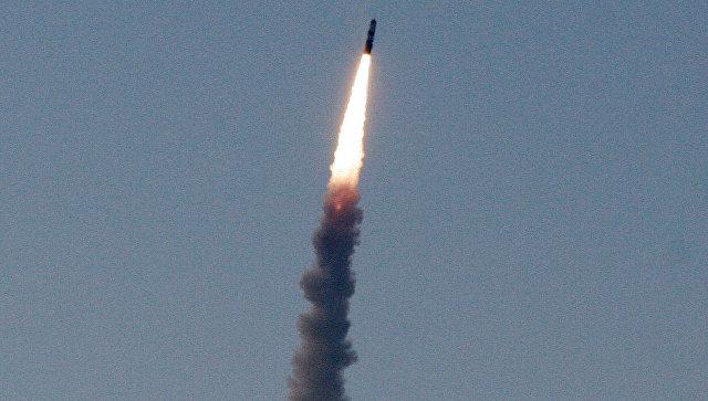 Испытательный запуск баллистической ракеты. Архивное фото