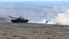 Танк Т-80 во время совместных тактических учений  стран ОДКБ Рубеж-2016. Архивное фото