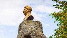 Бюст Иосифа Сталина. Архивное фото
