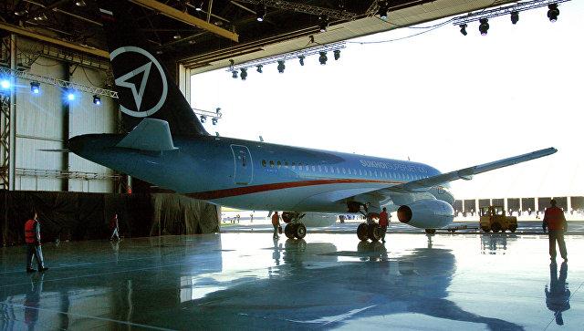 Авиалайнер Сухой Суперджет-100. Архивное фото