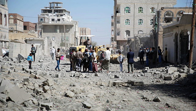 Последствия авиаударов по столице Йемена Сане. Архивное фото