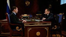 Дмитрий Медведев и генеральный директор Государственной корпорации по атомной энергии Росатом Алексей Лихачев. 11 октября 2016