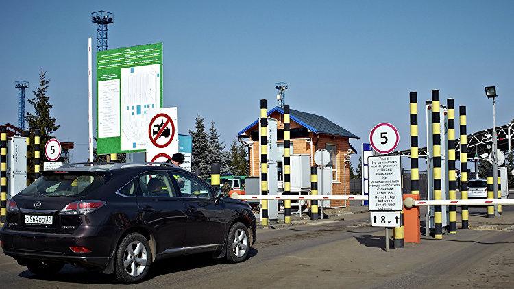 Белорусская таможня не пустила в Россию тысячу машин из-за санкций