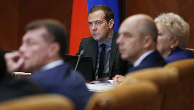 Медведев назвал неэффективной систему целевого обучения в университетах