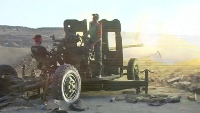Сирийские военные из зенитных орудий обстреляли позиции боевиков в Алеппо