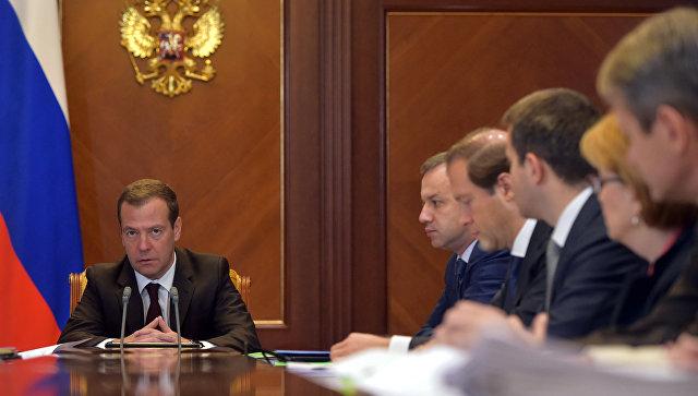 Председатель правительства РФ Дмитрий Медведев проводит совещание по социально-экономическим вопросам. 18 октября 2016