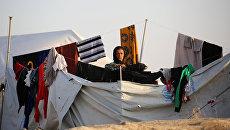 Женщина в лагере беженцев в Сирии для иракских семей, бежавших от боевых действий в районе Мосула. Архивное фото