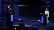 Дональд Трамп и Хиллари Клинтон на третьих теледебатах. 20 октября 2016 год