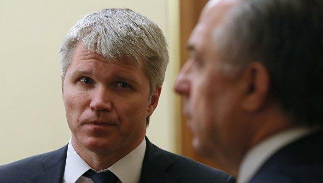 Министр спорта РФ Павел Колобков и вице-премьер Виталий Мутко перед заседанием кабинета министров РФ