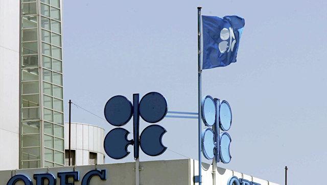 Флаг ОПЕК на здании штаб-квартиры, архивное фото