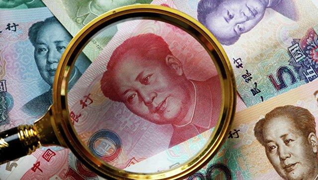 Китайские банкноты номиналом в 100, 50, 20,10 и 5 юаней. Архивное фото