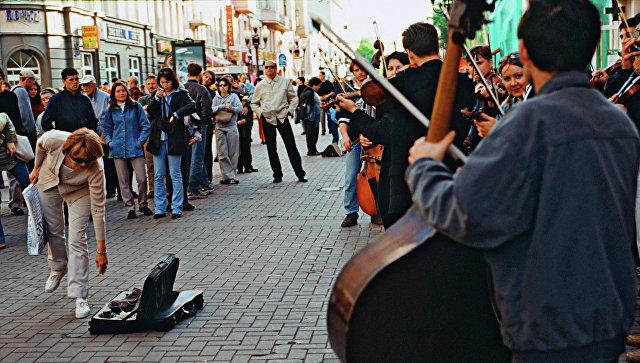 Уличные музыканты на Старом Арбате в Москве. Архивное фото