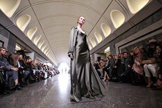 Показ коллекции модельера Александра Терехова на платформе станции метро Достоевская