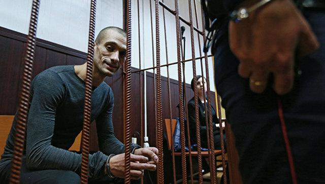 Павленский несобирается платить штраф заподжог двери здания ФСБ