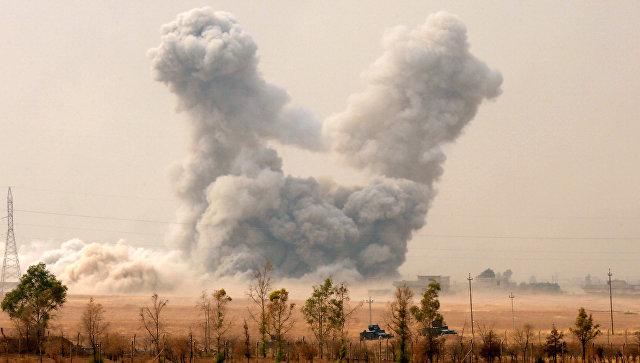 Дым на месте авиаударов ВВС США в окресностях Мосула. 24 октября 2016