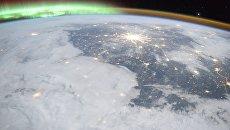 Москва и Санкт-Петербург на фоне Полярного сияния с борта Международной космической станции на фотографии космонавта Роскосмоса Олега Кононенко. Архивное фото
