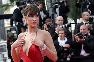 Американская модель Белла Хадид на 69 Каннском кинофестивале во Франци