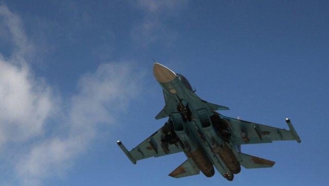 Российский истребитель-бомбардировщик Су-34 взлетает из аэропорта Латакии в Сирии. Архивное фото