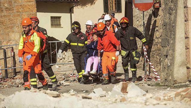 Работа спасателей на месте землетрясения в Италии. Архивное фото