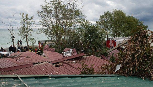 Вертолет упал на дом вСочи, один человек умер