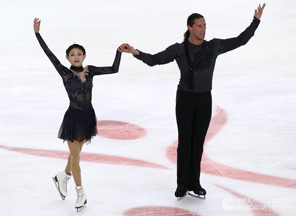 Александр Смирнов и Юко Кавагути выступают в произвольной программе танцев на льду на турнире Мордовский орнамент
