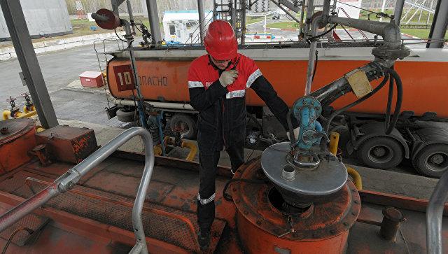 Врезультате происшествия надороге вТатарстане опрокинулся «КамАЗ» с20 тоннами нефти