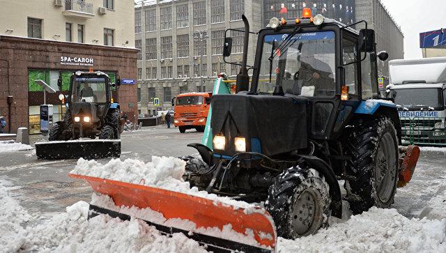 Почти десять тысяч единиц техники чистят от снега московские улицы