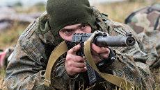 Военнослужащий вооруженных сил РФ во время учений. Архивное фото