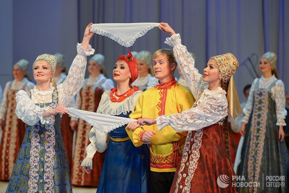 Артисты Северного хора во время юбилейного концерта в концертном зале им. Чайковского. 14 октября 2016 года