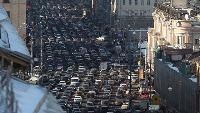 Автомобильные пробки на Тверской в Москве. Архивное фото