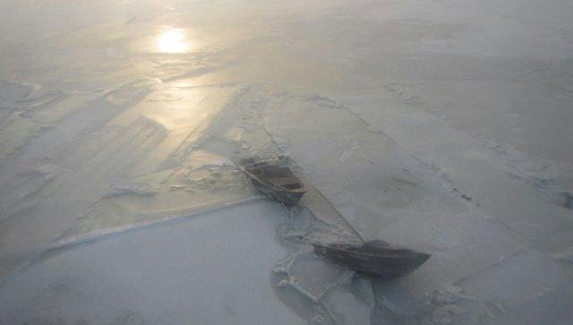 Спасение рыбаков со льдины в Каспийском море