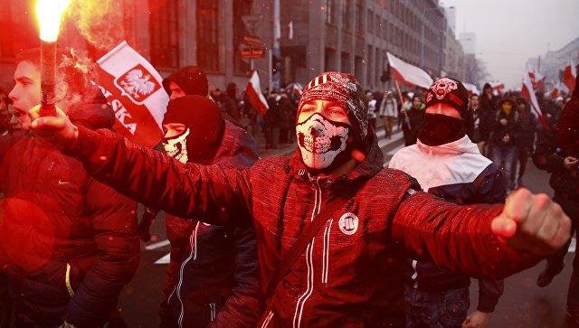 Около 100 000 человек участвуют вшествии националистов вВаршаве