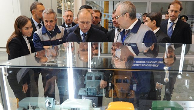 Владимир Путин осмотрел завод попроизводству моторов вЯрославле