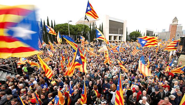 Акция протеста в Барселоне против судов в отношении руководства Каталонии и в поддержку независимости от Испании