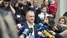 Кандидат в президенты Молдавии от социалистов Игорь Додон во время второго тура выборов