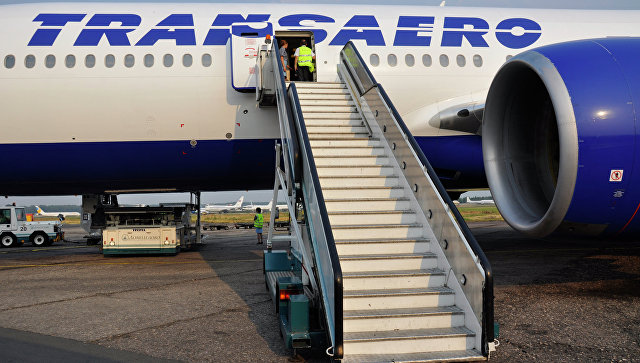 Самолет авиакомпании Трансаэро в аэропорту. Архивное фото