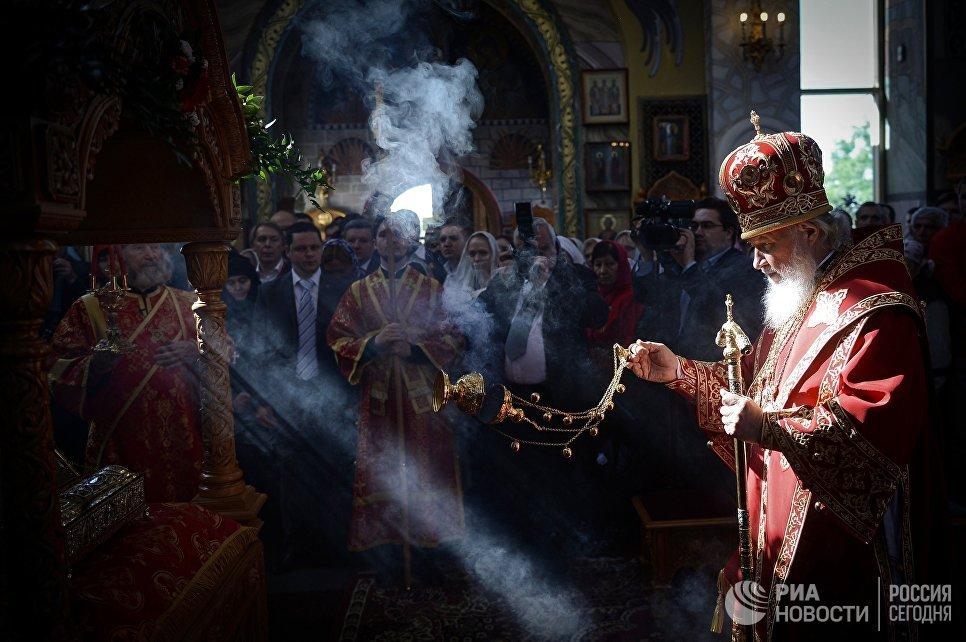 Патриарх Московский и всея Руси Кирилл проводит праздничное богослужение в день памяти великомученика Георгия Победоносца в Георгиевском храме на Поклонной горе в Москве
