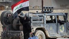 Военный автомобиль иракского спецназа во время операции против ИГ недалеко от Мосула. Архивное фото