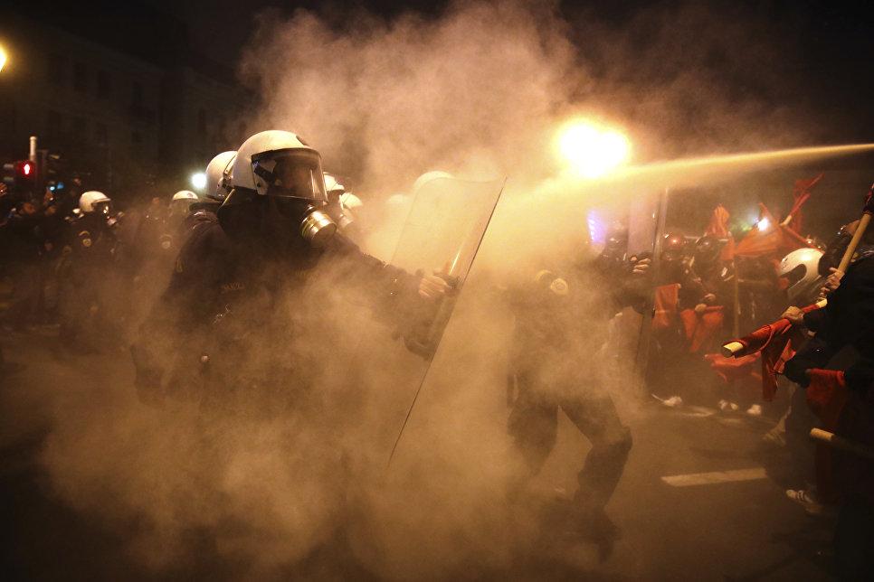 Массовые беспорядки в Афинах против визита президента США Барака Обамы