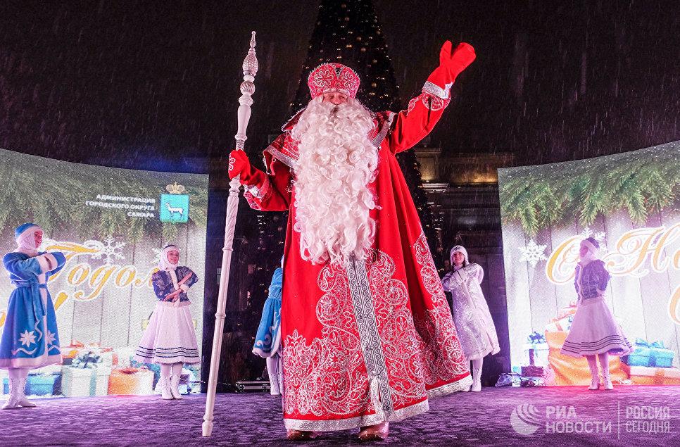 Дед Мороз из Великого Устюга во время тожественного зажжения иллюминации на главной ёлке в Самаре