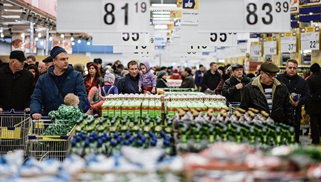 Посетители в гипермаркете Лента в Великом Новгороде. Архивное фото