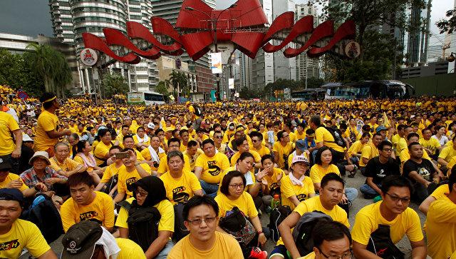 ВМалайзии митингующие требуют отставки премьера