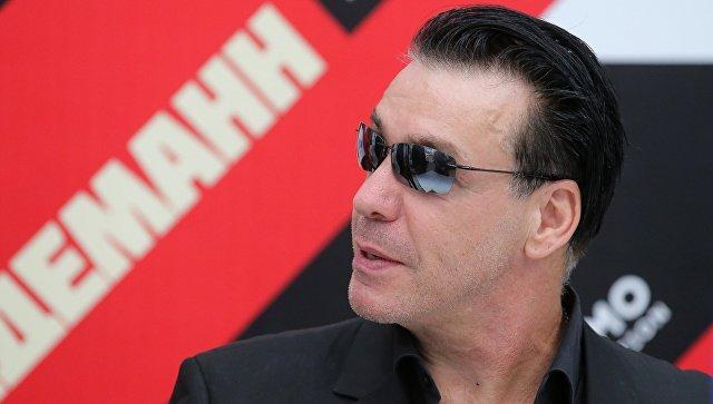 Лидер Rammstein забрал певицу Лободу из больницы